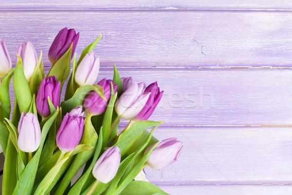 Púrpura tulipanes mesa de madera superior vista espacio de la copia Foto stock © karandaev
