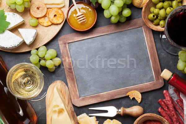 Foto stock: Vino · de · uva · miel · salchichas · pizarra · rojo