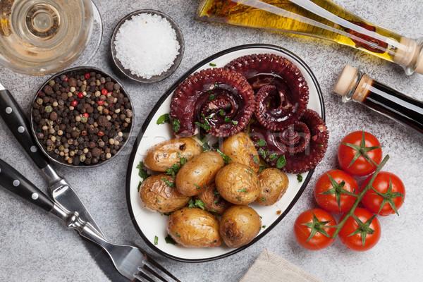 Grelhado polvo pequeno batatas vinho ervas Foto stock © karandaev