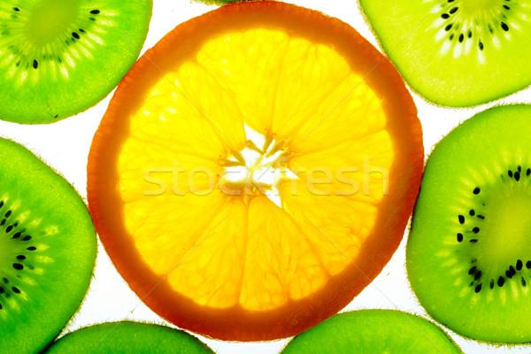 Jeden pomarańczowy plasterka wiele kiwi plastry charakter Zdjęcia stock © karandaev