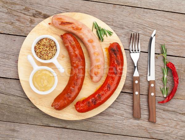 Alla griglia salsicce tagliere sfondo Foto d'archivio © karandaev