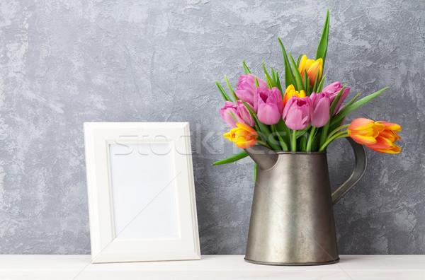 Friss színes tulipánok virágcsokor fényképkeret tulipán Stock fotó © karandaev