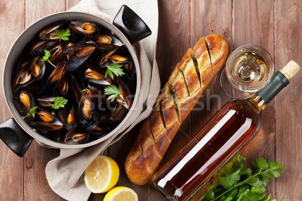 Witte wijn koper houten tafel top voedsel Stockfoto © karandaev