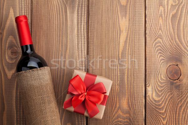 Wino czerwone butelki walentynki szkatułce rustykalny drewniany stół Zdjęcia stock © karandaev