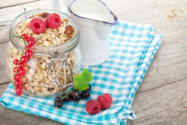 健康 朝食 ミューズリー 液果類 ミルク 木製のテーブル ストックフォト © karandaev