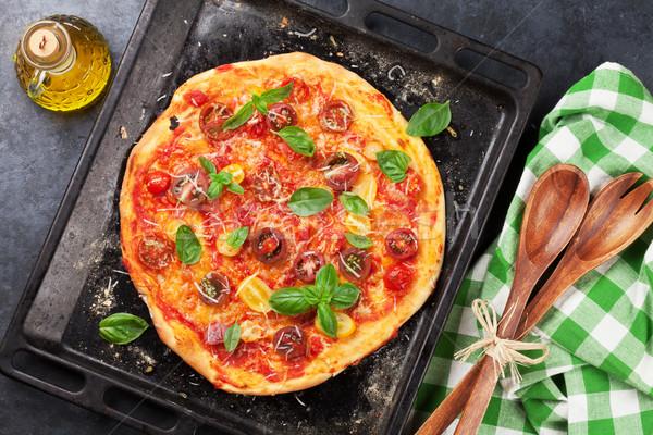 Pizza tomaten mozzarella basilicum eigengemaakt top Stockfoto © karandaev