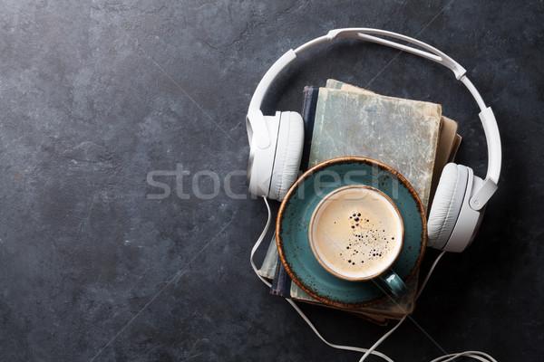 Audio boek hoofdtelefoon koffie oude boeken Stockfoto © karandaev