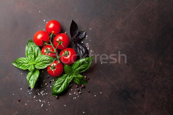 İtalyan gıda domates fesleğen taş tablo üst Stok fotoğraf © karandaev