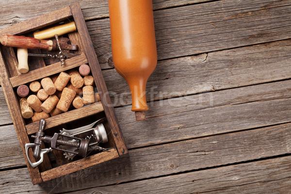 Borosüveg dugóhúzó fából készült doboz felső kilátás Stock fotó © karandaev