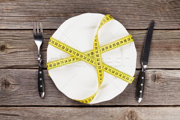 Aliments sains plaque fourche couteau mètre à ruban table en bois Photo stock © karandaev