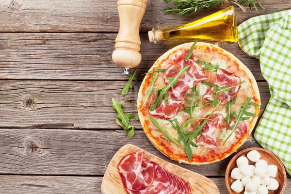 Pizza prosciutto mozzarella fa asztal felső kilátás Stock fotó © karandaev