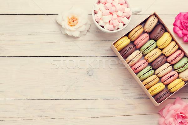 Colorato finestra marshmallow tavolo in legno dolce macarons Foto d'archivio © karandaev