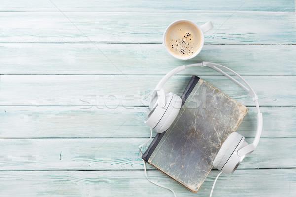 オーディオ 図書 ヘッドホン コーヒー 木製のテーブル 先頭 ストックフォト © karandaev