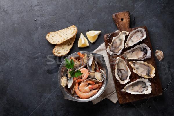 Taze deniz ürünleri taş tablo istiridye karides Stok fotoğraf © karandaev