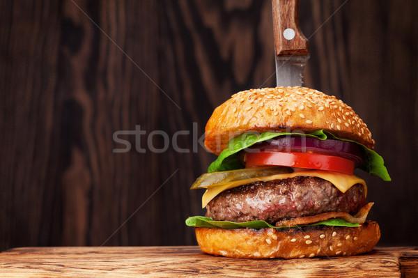 Sabroso a la parrilla Burger carne de vacuno tomate Foto stock © karandaev