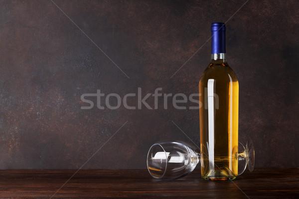 Bottiglia di vino bianco vetro lavagna muro copia spazio alimentare Foto d'archivio © karandaev