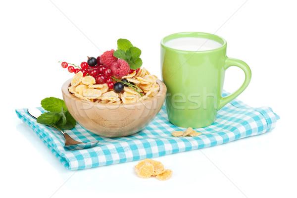 Friss gabonapehely bogyók tej csésze izolált Stock fotó © karandaev