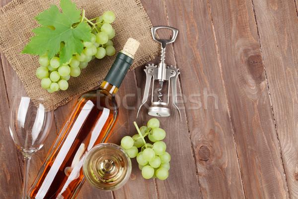 Raisins vin blanc tire-bouchon table en bois espace de copie Photo stock © karandaev