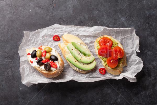 Toast kanapki awokado pomidory oliwek kamień Zdjęcia stock © karandaev