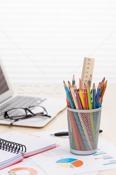 Bureau travail portable rapports crayons bois Photo stock © karandaev