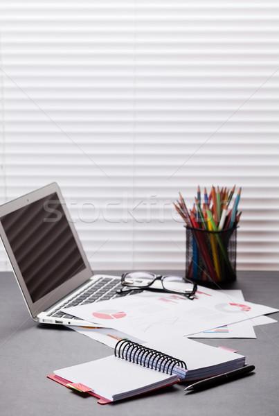 Photo stock: Bureau · travail · portable · rapports · crayons · bureau