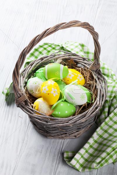 Colorido huevos de Pascua cesta mesa de madera Pascua madera Foto stock © karandaev