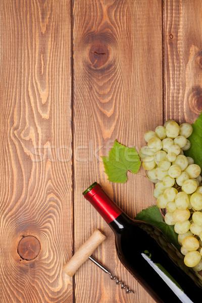 Wino czerwone butelki biały winogron drewniany stół Zdjęcia stock © karandaev