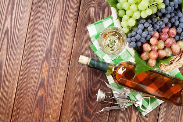 Stock fotó: Köteg · szőlő · fehérbor · dugóhúzó · fa · asztal · felső