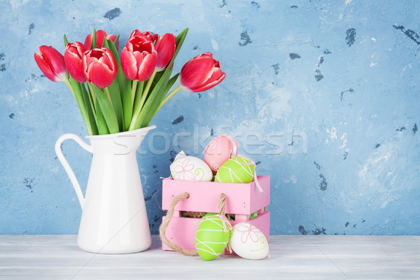 Rosso tulipano fiori easter eggs bouquet muro di pietra Foto d'archivio © karandaev