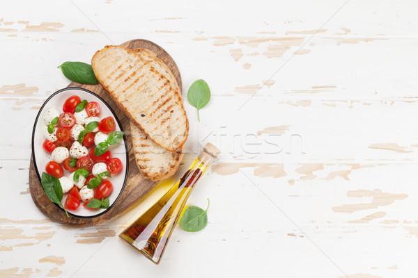 Caprese bruschetta cottura mozzarella pomodorini fresche Foto d'archivio © karandaev