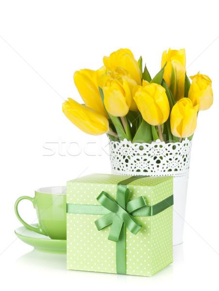 Citromsárga tulipánok teáscsésze ajándék doboz izolált fehér Stock fotó © karandaev