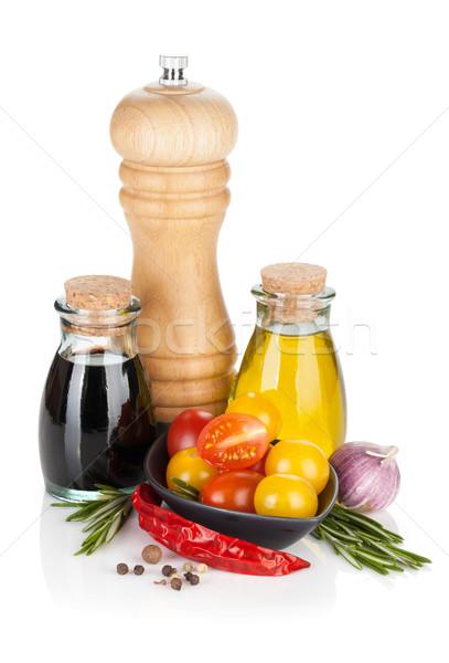 Olijfolie peper shaker azijn specerijen geïsoleerd Stockfoto © karandaev