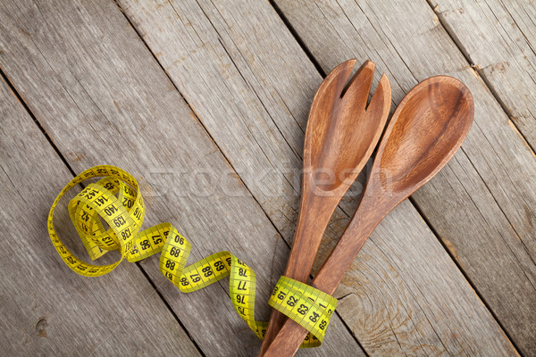 Fita métrica cozinha utensílios dieta comida mesa de madeira Foto stock © karandaev