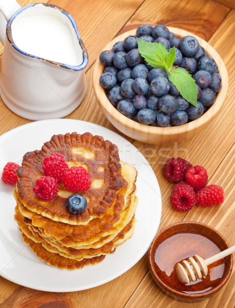 Pannenkoeken framboos melk honing siroop Stockfoto © karandaev
