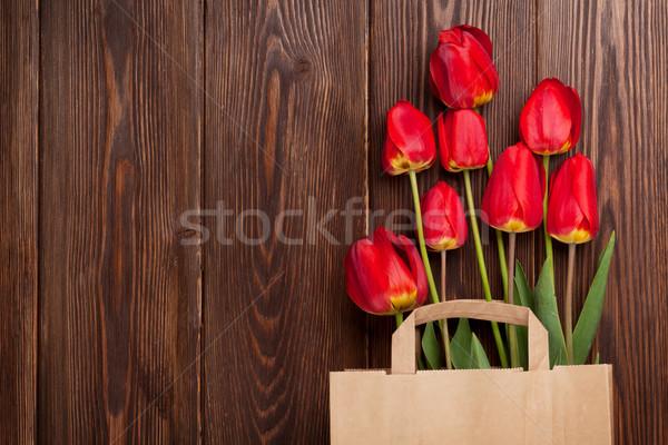 Stock fotó: Piros · tulipánok · virágcsokor · táska · fa · papírzacskó