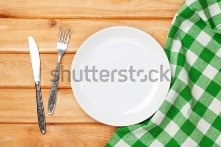 üres tányér ezüst étkészlet törölköző fa asztal felülnézet Stock fotó © karandaev