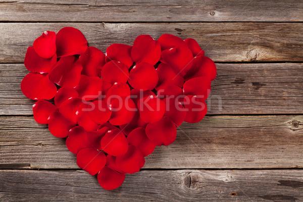 赤いバラ 花弁 中心 木製のテーブル 先頭 表示 ストックフォト © karandaev