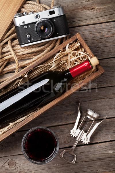 Rode wijn fles glas vak houten tafel top Stockfoto © karandaev
