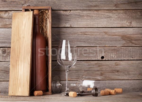 Borosüveg doboz szemüveg borospoharak fából készült fal Stock fotó © karandaev