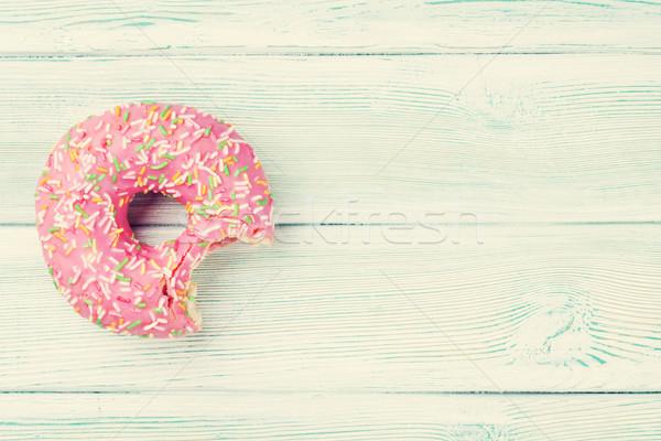 Roze donut zoete houten tafel top Stockfoto © karandaev
