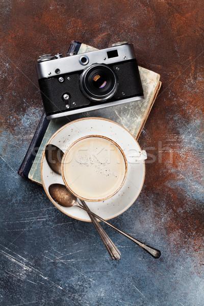 Filiżankę kawy retro kamery książki górę widoku Zdjęcia stock © karandaev