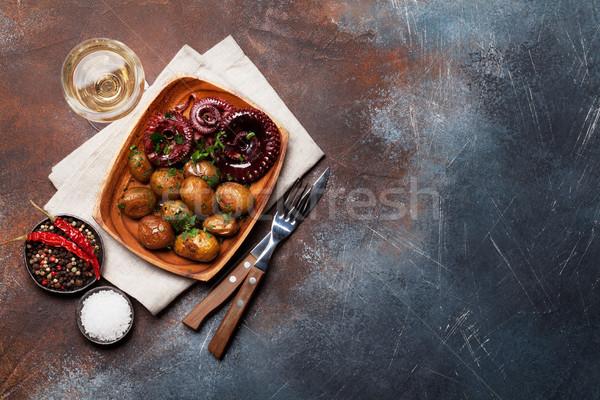 Alla griglia polpo piccolo patate vino erbe Foto d'archivio © karandaev