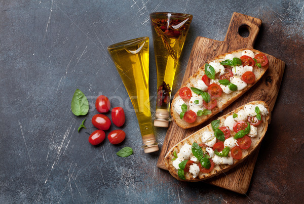 Stockfoto: Caprese · bruschetta · kerstomaatjes · mozzarella · basilicum · top