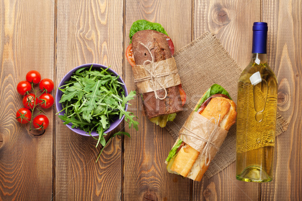 Deux sandwiches salade vin blanc table en bois haut Photo stock © karandaev
