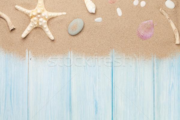 Deniz kum denizyıldızı kabukları ahşap masa üst Stok fotoğraf © karandaev
