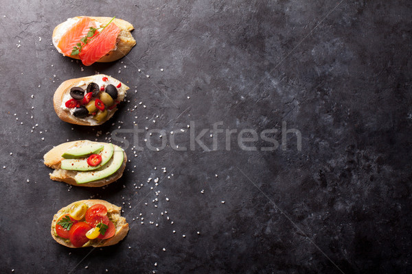 Toast Sandwiches Avocado Tomaten Lachs Oliven Stock foto © karandaev