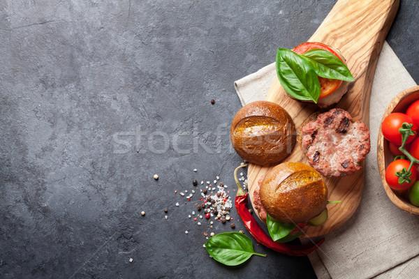 Ev yapımı sığır eti peynir domates salatalık fesleğen Stok fotoğraf © karandaev