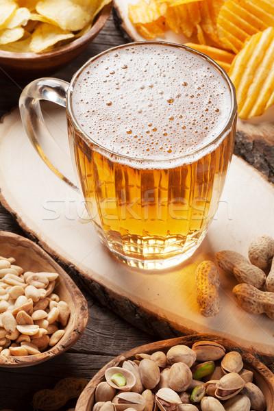 Bière collations mug table en bois noix Photo stock © karandaev
