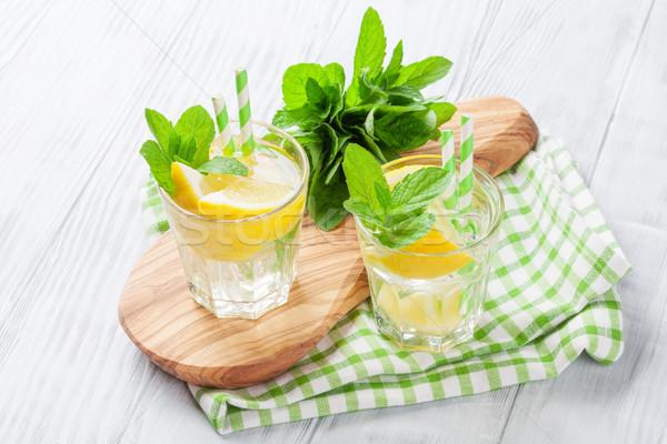 Limonade citroen mint ijs houten tafel water Stockfoto © karandaev