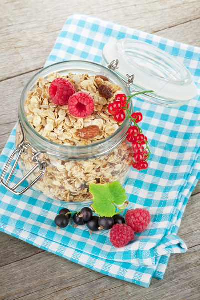 śniadanie musli jagody drewniany stół szkła zdrowia Zdjęcia stock © karandaev